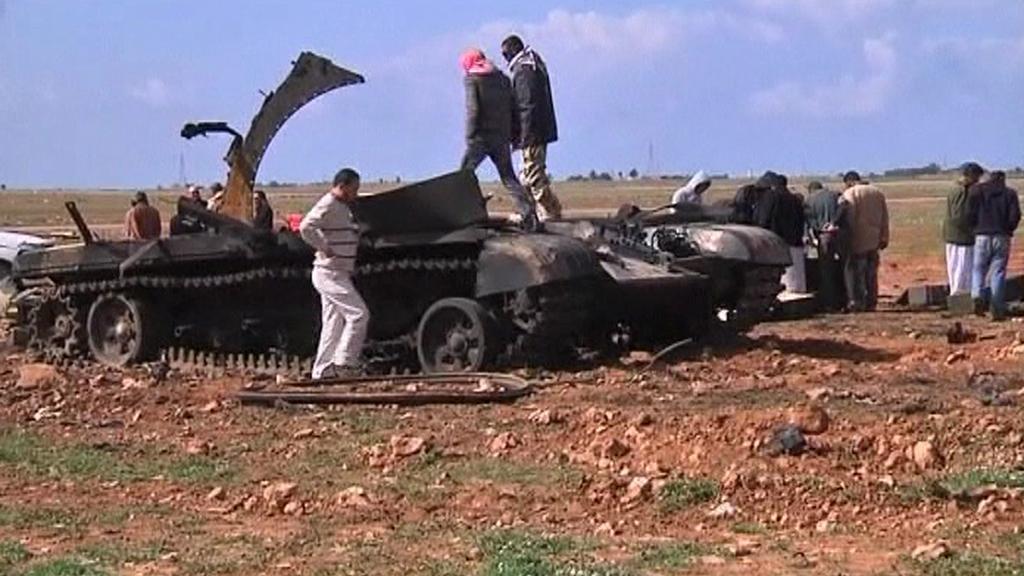 Zničený tank Kaddáfího jednotek
