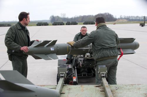Francouzská armáda se připravuje na zásah v Libyi