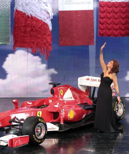 Oslavy se nemohly obejít bez dvou italských ikon - Ferrari a Sophie Loren