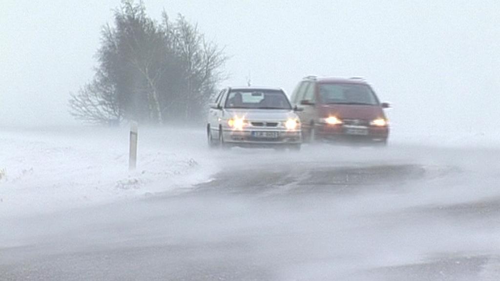 Sníh a vítr komplikuje silniční dopravu