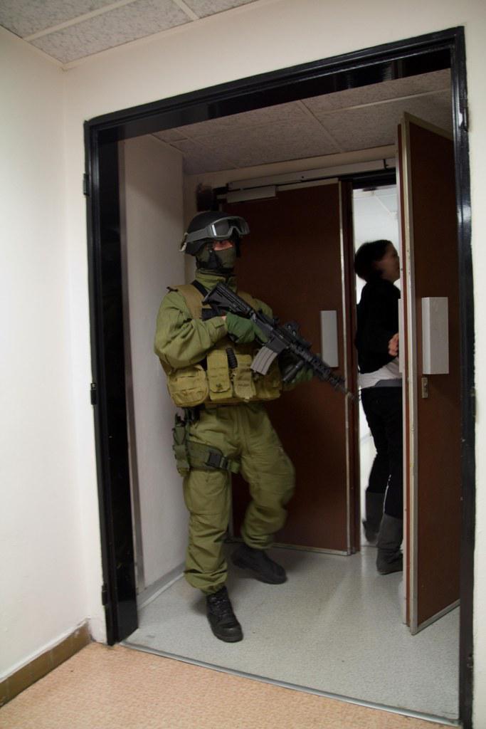 Vojenská policie v budově ČT