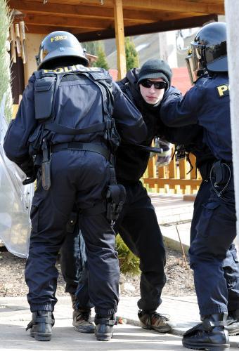 Policisté pacifikují odpůrce DSSS
