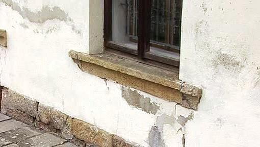 Mokré stěny Erbenova rodného domku