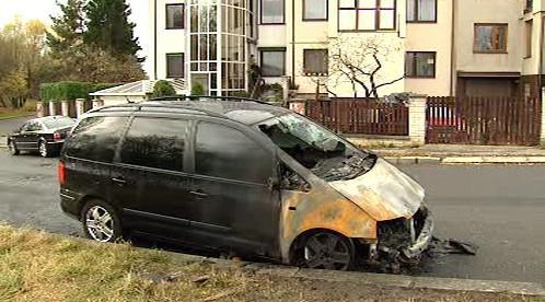 Vyhořelý vrak auta