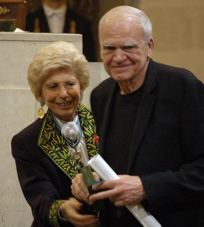 Milan Kundera při přebírání Světové ceny