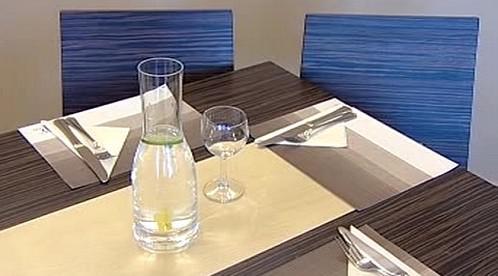 Voda v restauraci
