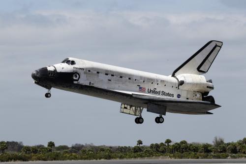 Raketoplán Discovery přistává na Floridě