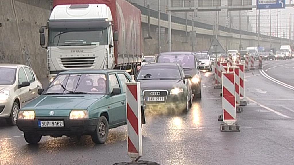 Ústecké ulice zatěžuje nadměrný provoz aut