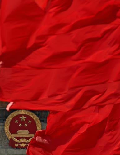Vlajka před čínským parlamentem