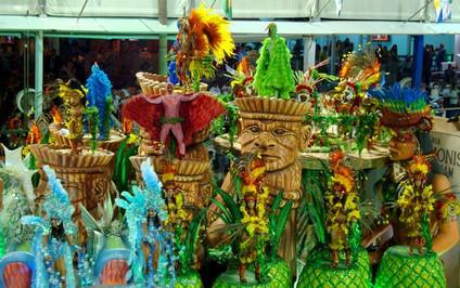 Průvod na karnevalu v Riu de Janeiru