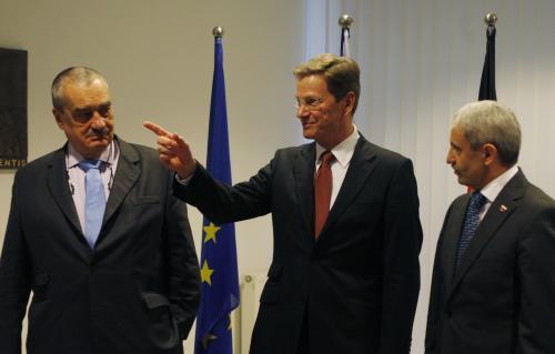 Karel Schwarzenberg, Guido Westerwelle a Mikuláš Dzurinda na setkání ministrů zahraničí v Bratislavě
