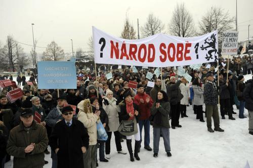 Češi demonstrují proti úsporným opatřením vlády