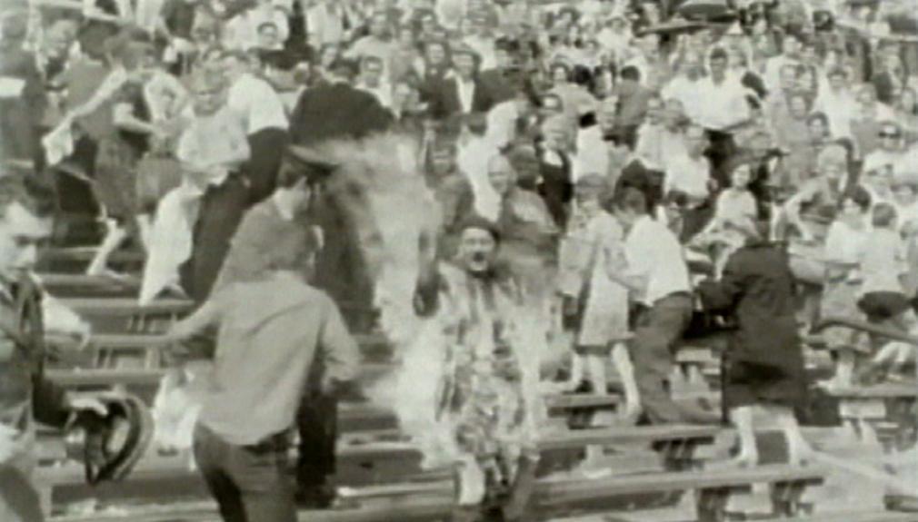 Upálení na stadionu ve Varšavě