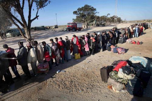 Cizinci opouštějí hromadně Libyi