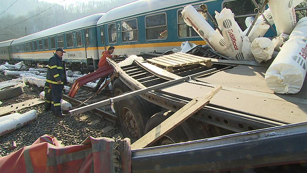 Střet vlaku s kamionem