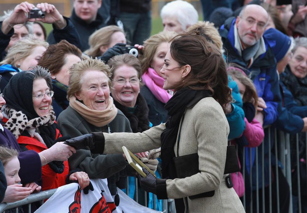 Kate Middletonová zdraví obyvatele velšského ostrova Anglesey