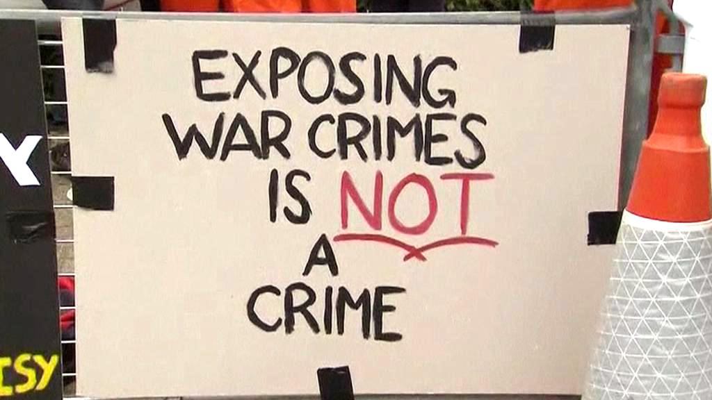 Demonstrace na podporu Juliana Assange
