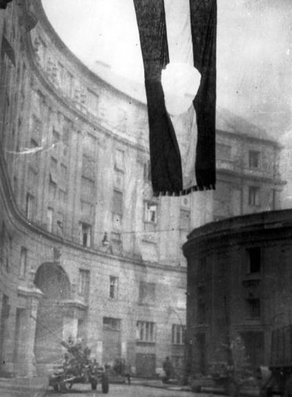 Revoluční maďarská vlajka z roku 1956