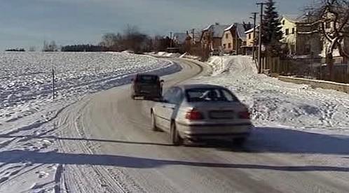 Auta na zasněžené vozovce
