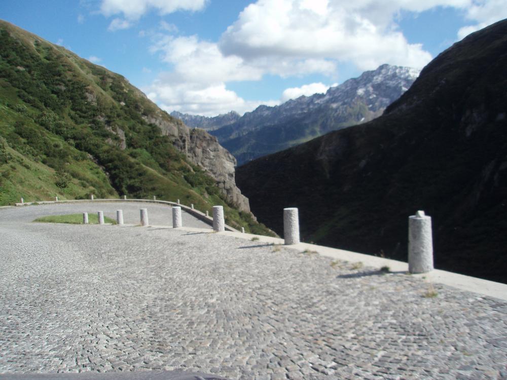 Silnice přes alpský průsmyk