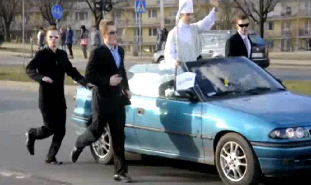 Mladí Poláci parodovali papeže