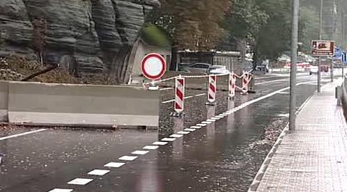 Uzavřená silnice do Hřenska