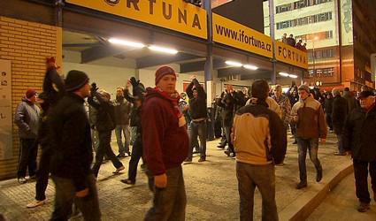 Fanoušci Sparty před stadionem