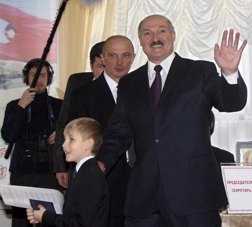 Běloruský prezident Lukašenko u voleb