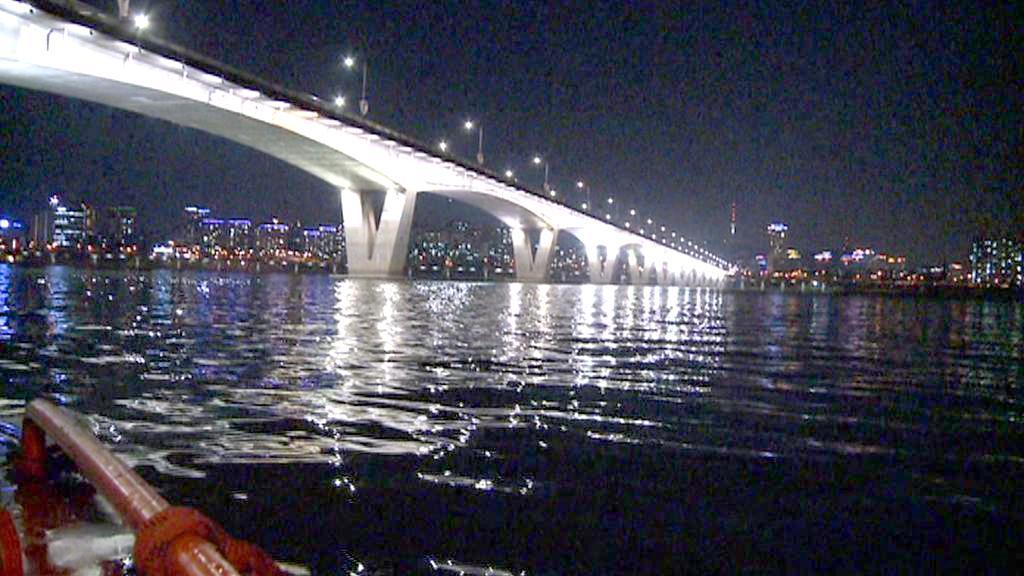 Soulští záchranáři hlídkují na řece Chan