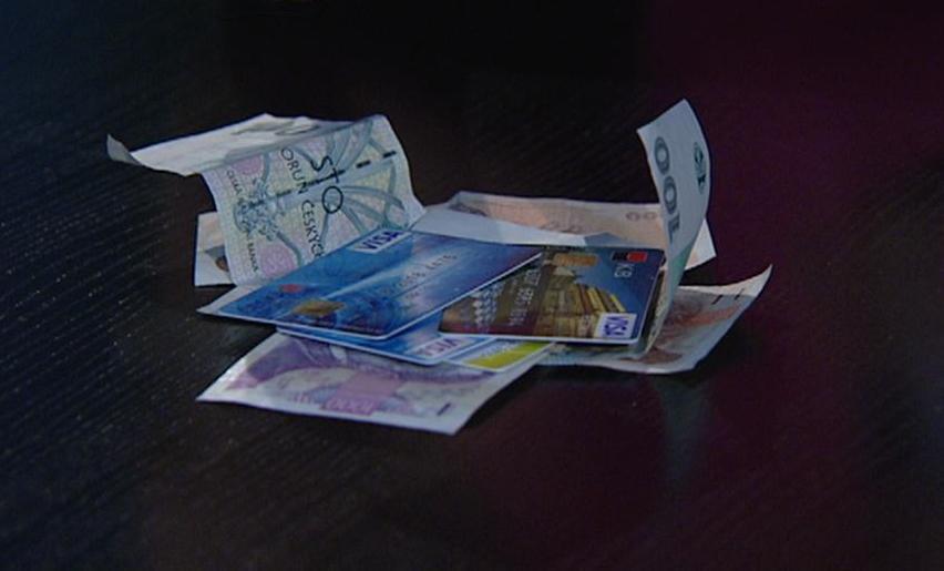 Platební karty versus peníze