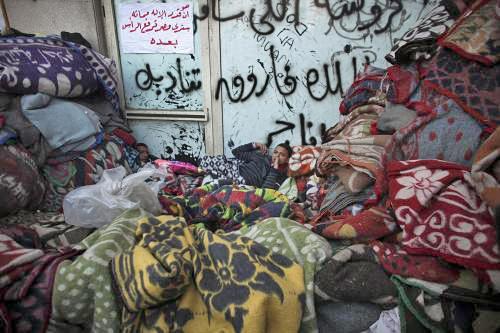 Egyptští demonstranti nocují na náměstí Tahrír