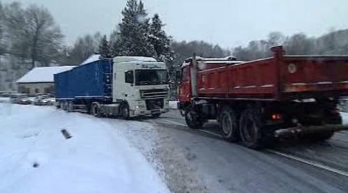 Vyprošťování uvízlého kamionu