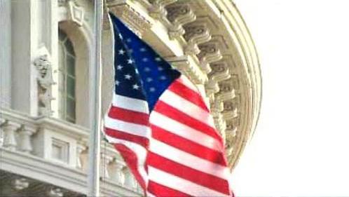 Vlajka Spojených států před Kapitolem