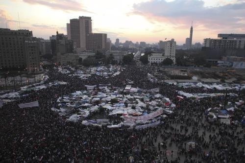 Demonstranti neodešli z náměstí Tahrír ani po Mubarakově projevu