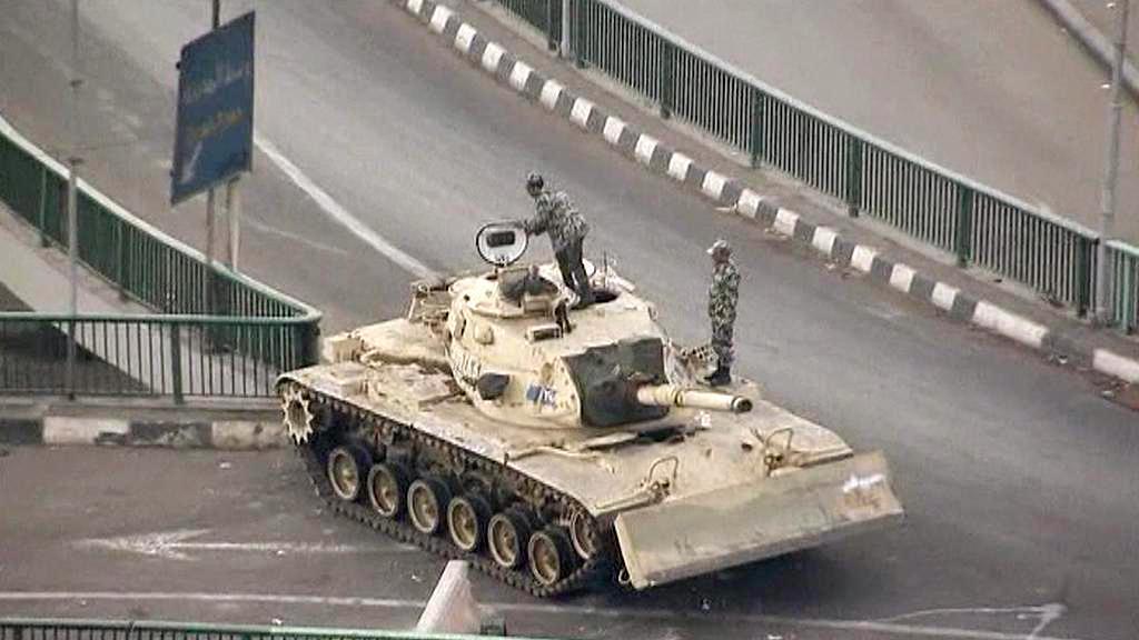 Armáda v ulicích Káhiry