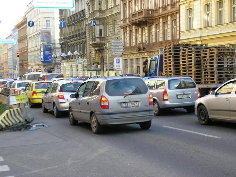 Kolona v Legerově ulici