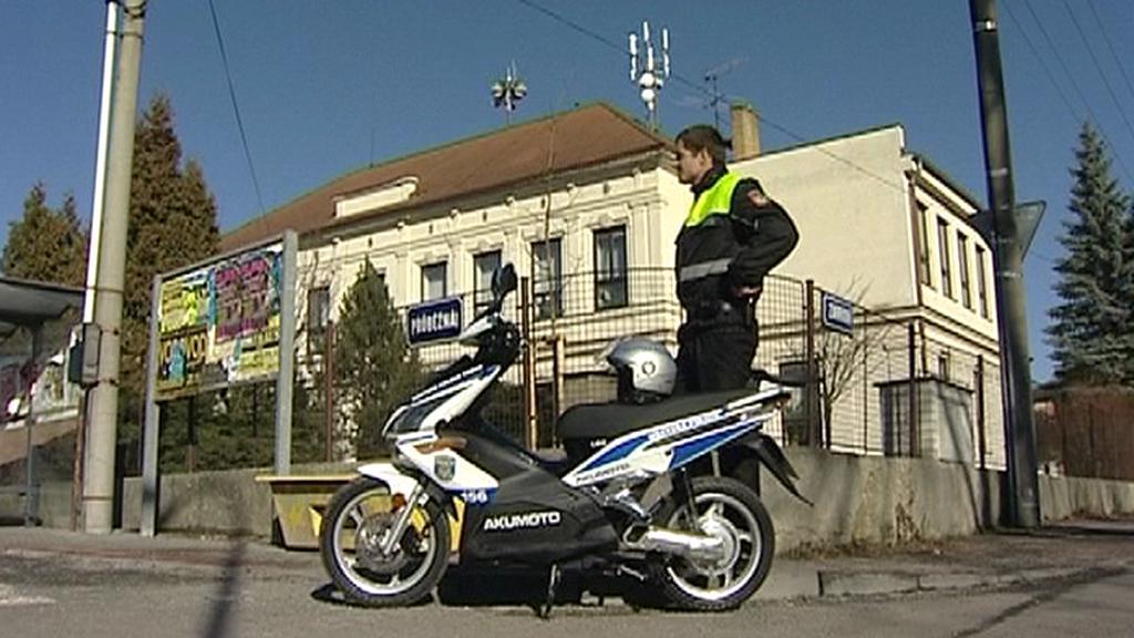Policista se služebním skútrem