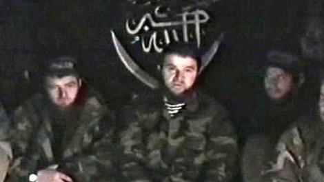 Doku Umarov (uprostřed)
