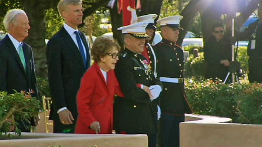 Nancy Reaganová na oslavách 100. výročí narození Ronalda Reagana v Simi Valley