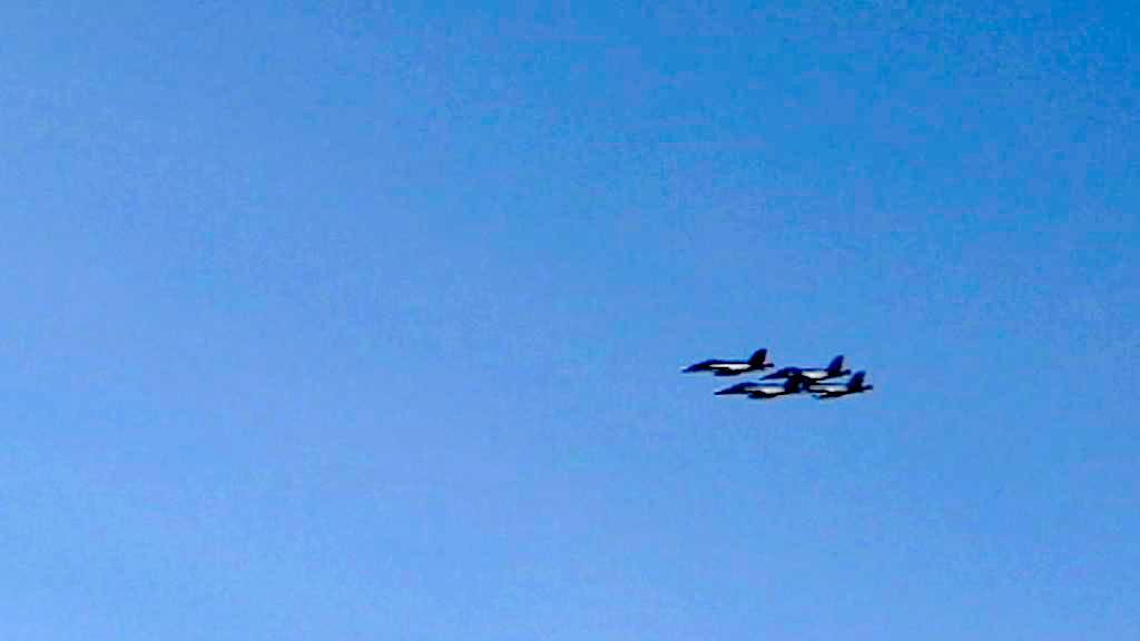 Stíhačky z letadlové lodi Ronald Reagan