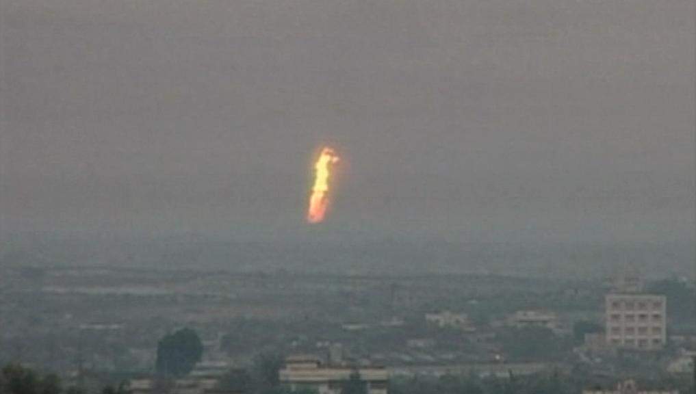 Pohled na plameny nedaleko města Aríš