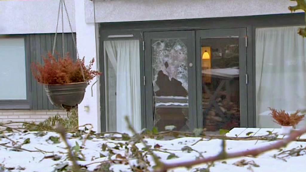Rozbité dveře u domu Kurta Westergaarda