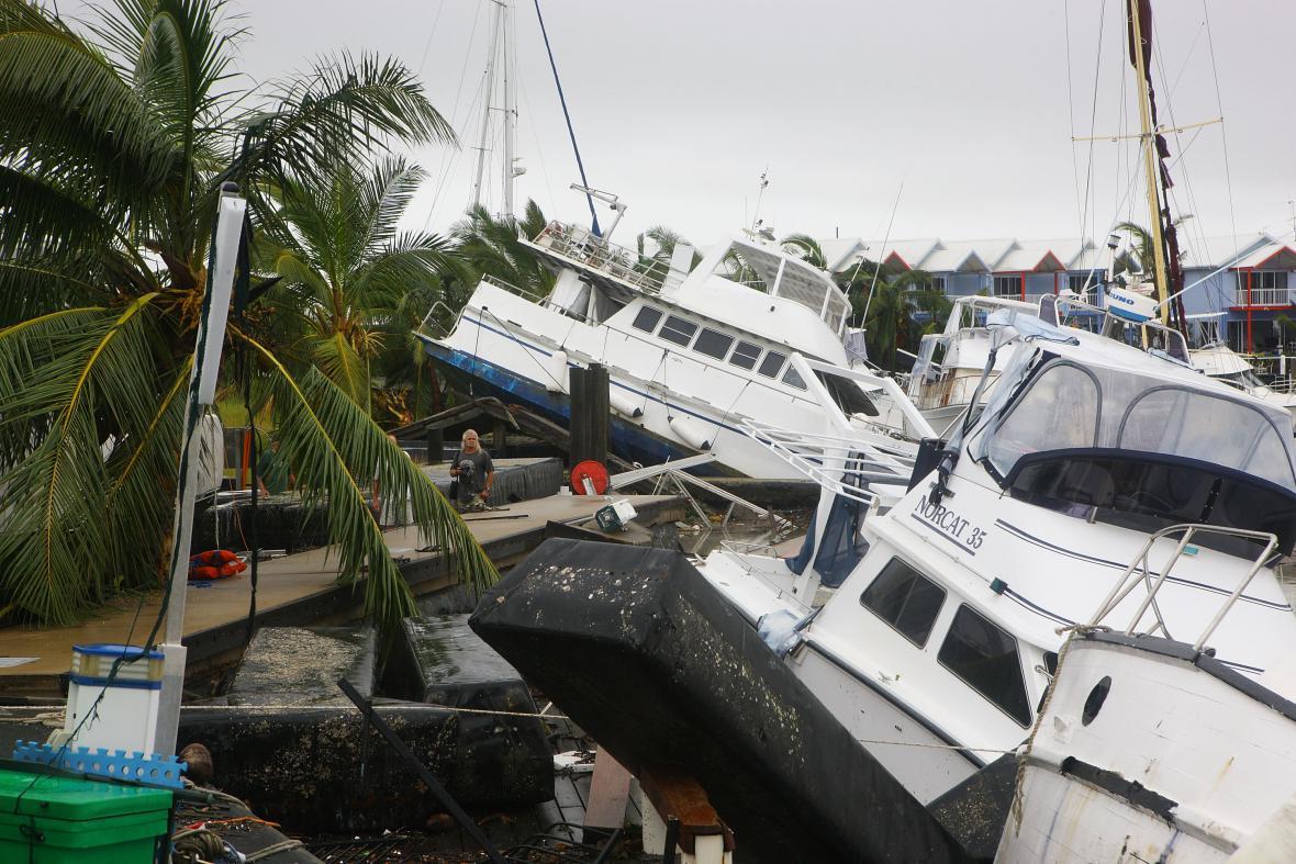 Spoušť po cyklonu Yasi