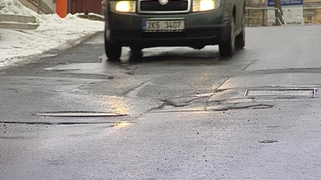 Výmoly po opravě vozovky
