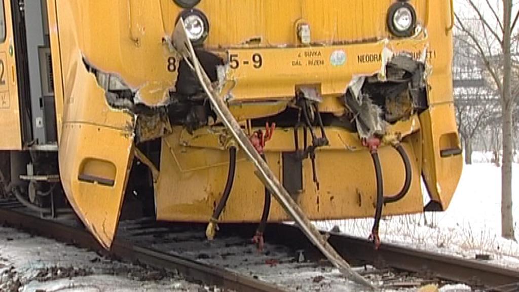 Následky vlakové srážky u Vodňan