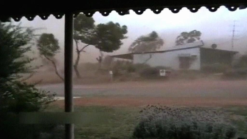 Na australský Queensland se řítí cyklon