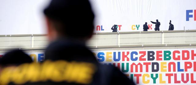 Hlídané Kongresové centrum při summitu EU-USA