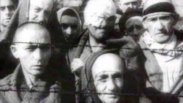Vězni v koncentračním táboře