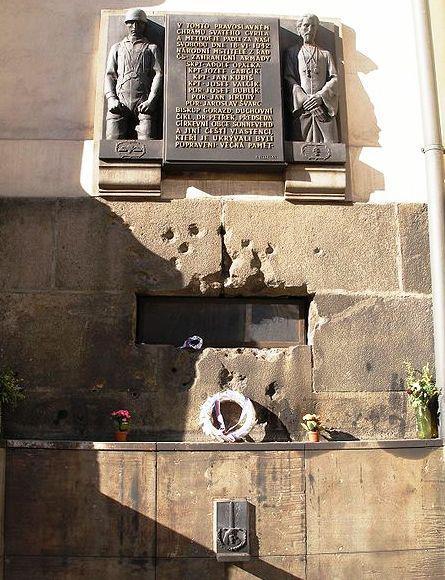 Památník parašutistů a duchovních