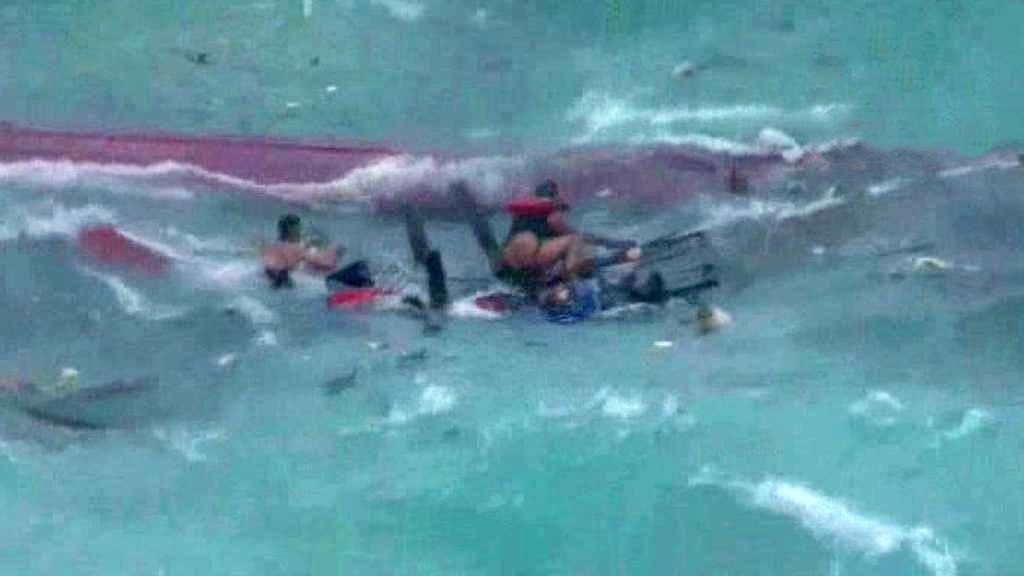Ztroskotání lodi s imigranty u Vánočního ostrova